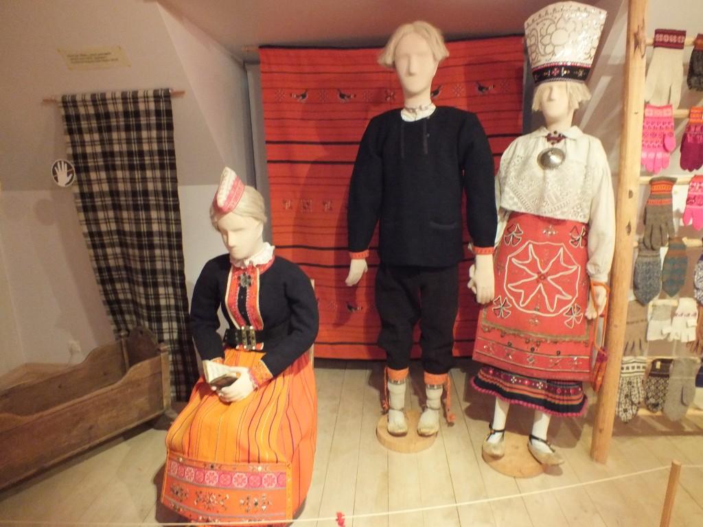 12 Estonian folk costumes