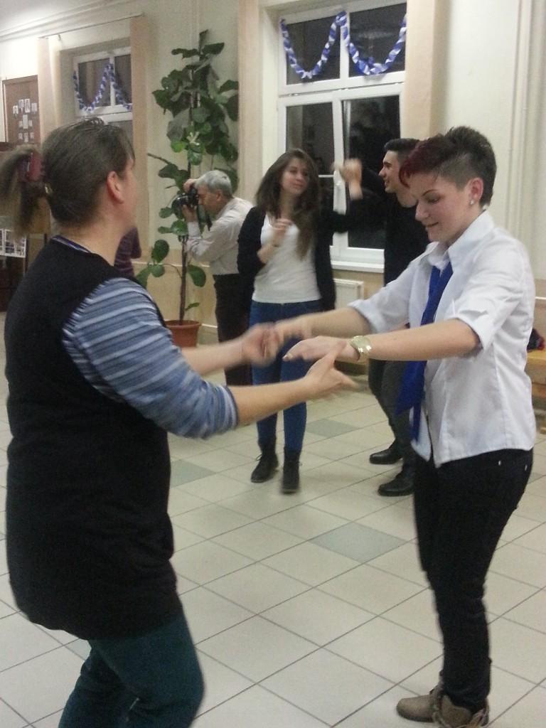 25Dancing Hungarian folk dances
