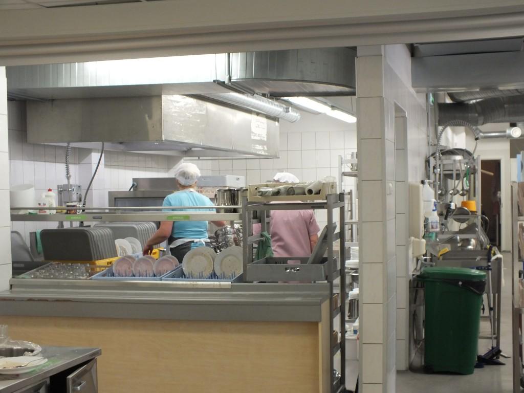 85 School kitchen