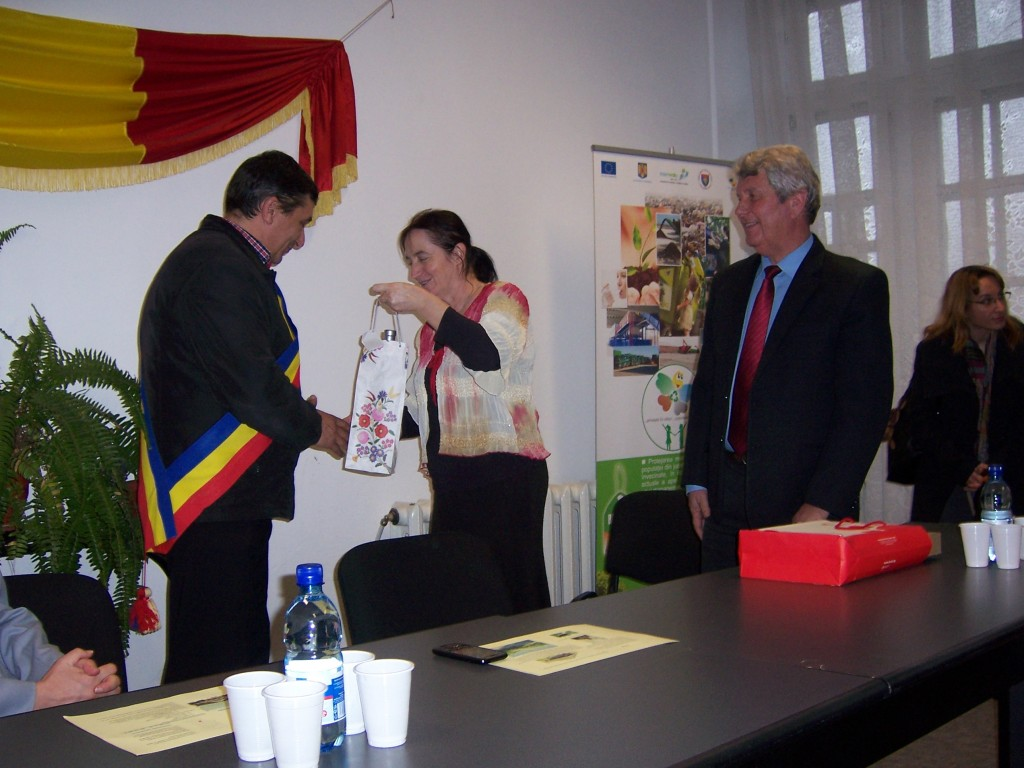 85 Visiting Costesti Town Hall
