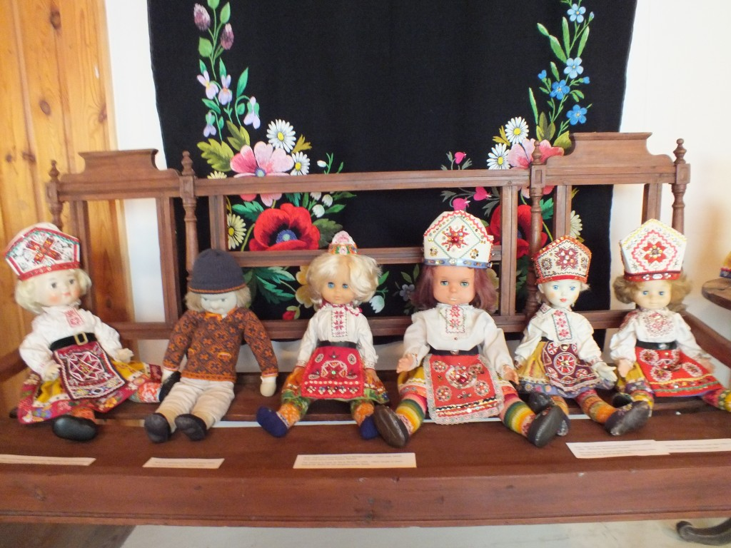 9 Dolls wearing national costumes