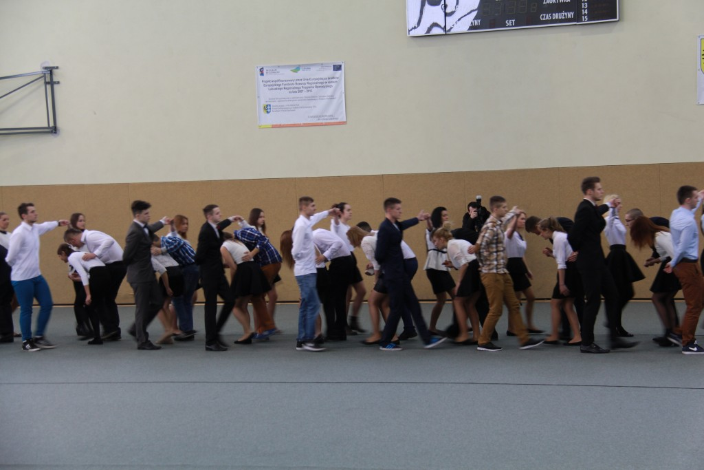 9 Students dancing polonaise