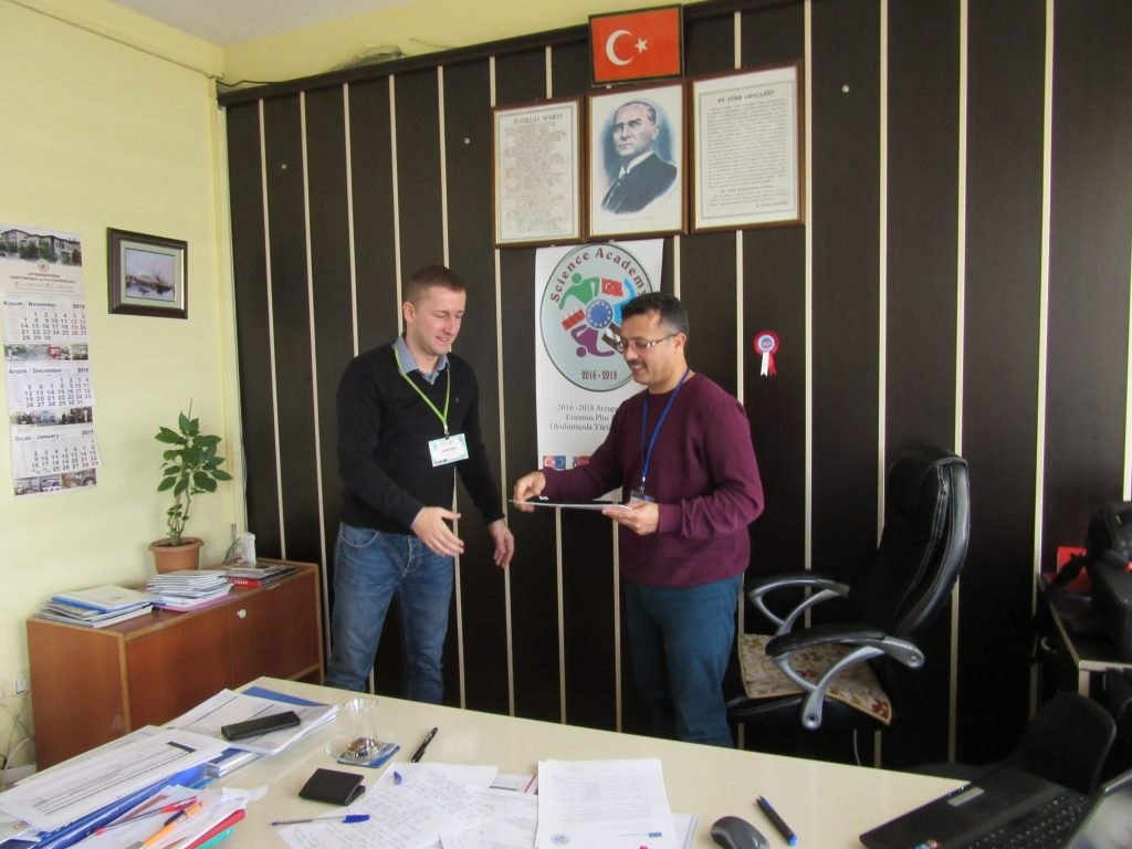 68. Ali Çetinkaya Ortaokulu school's headmaster giving the certificate to Polish coordinator