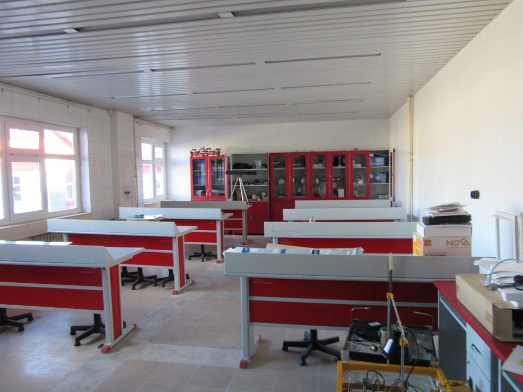 83. Physics room