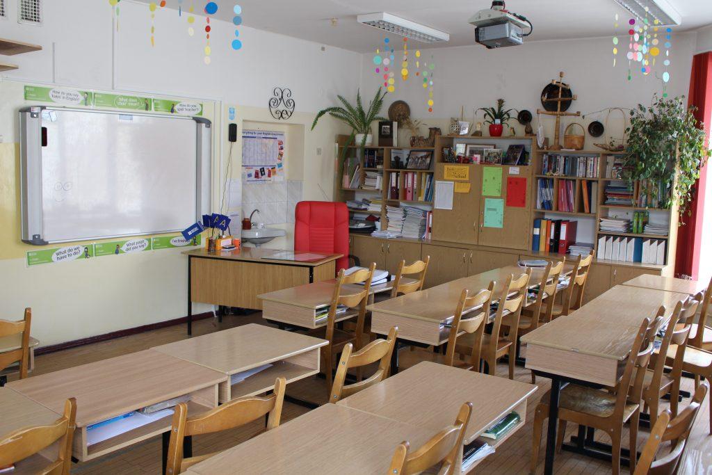 31. Presenting school