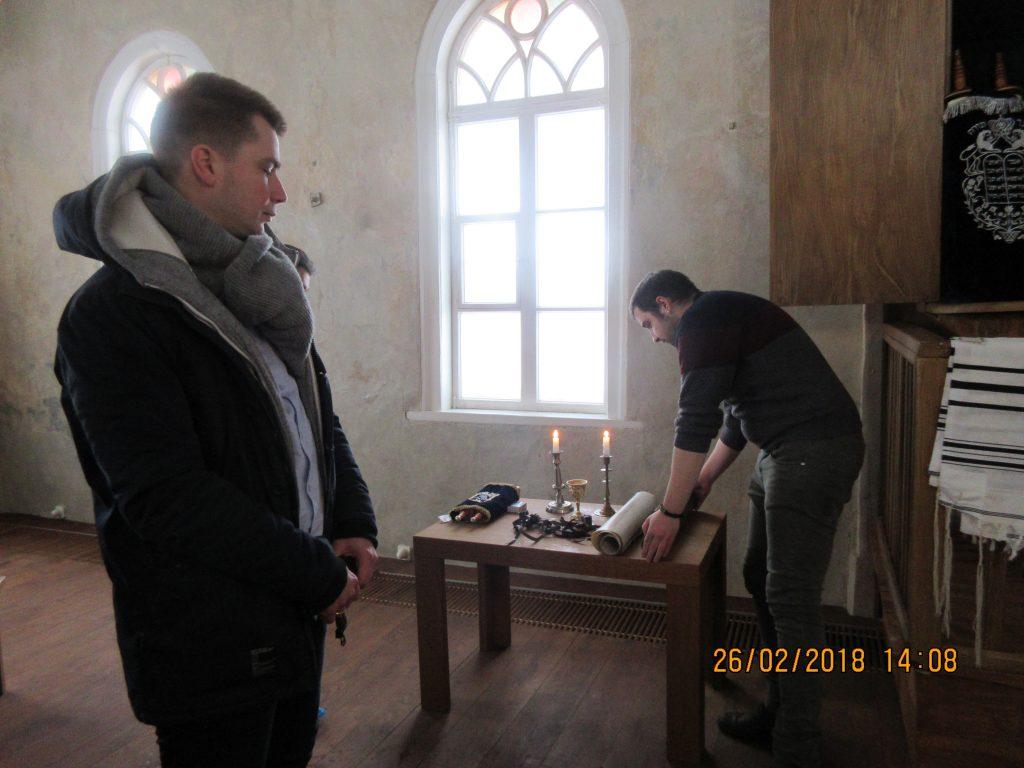 24. Tour around the synagogue
