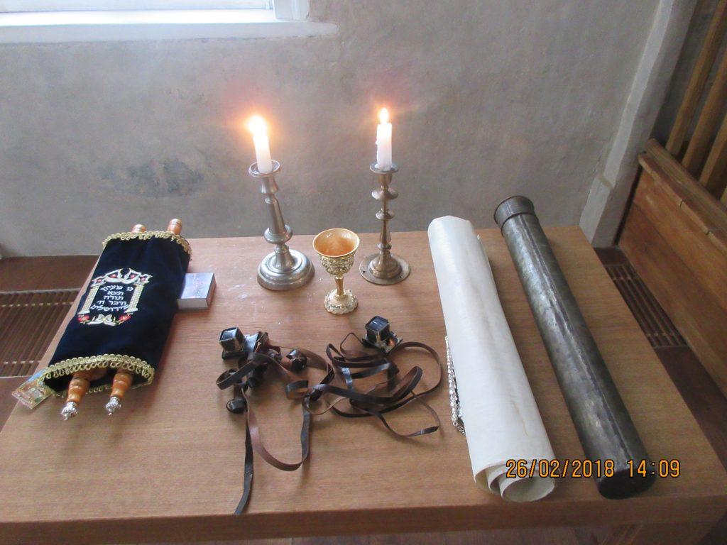 25. Tour around the synagogue