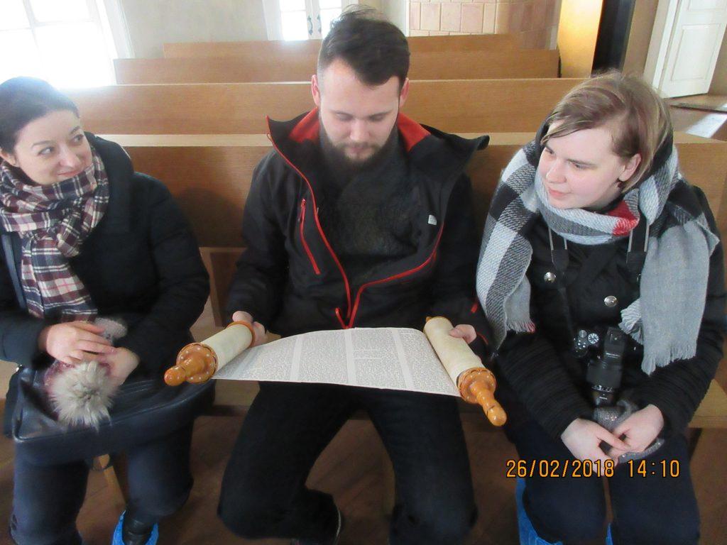 27. Tour around the synagogue