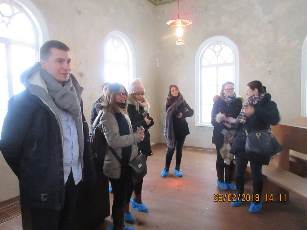 28. Tour around the synagogue