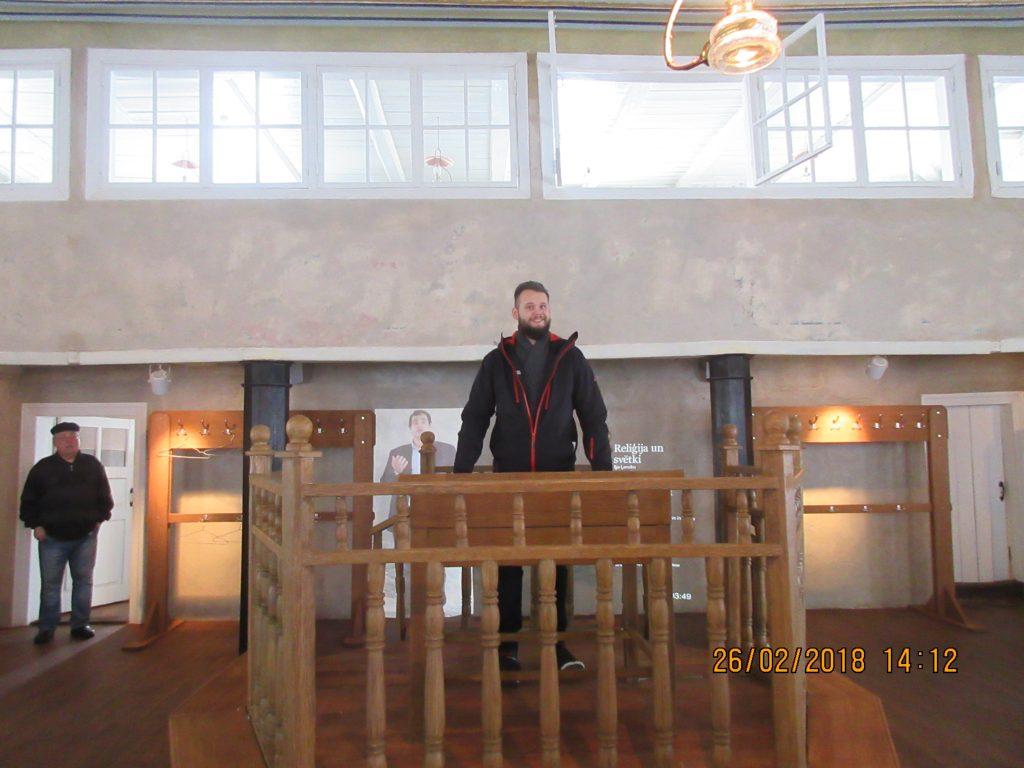 29. Tour around the synagogue
