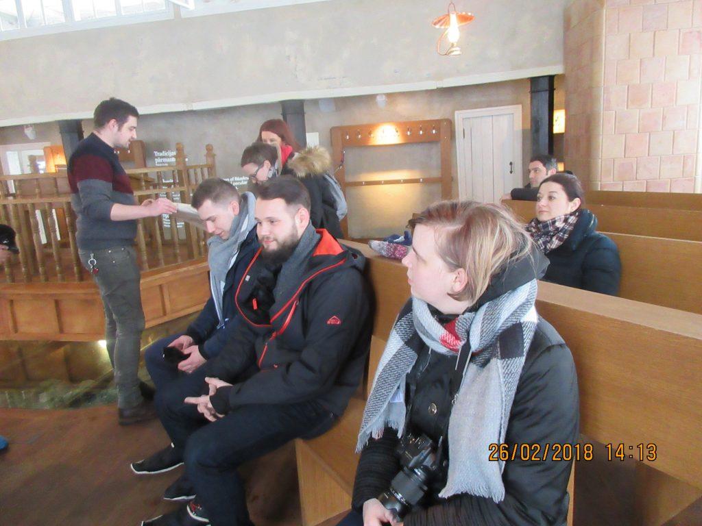 30. Tour around the synagogue