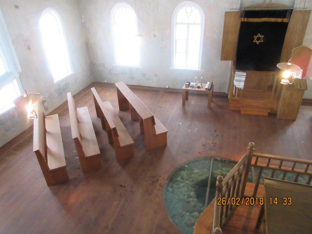32. Tour around the synagogue