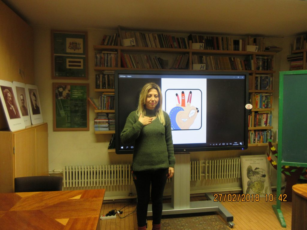 52. Learning the sign language