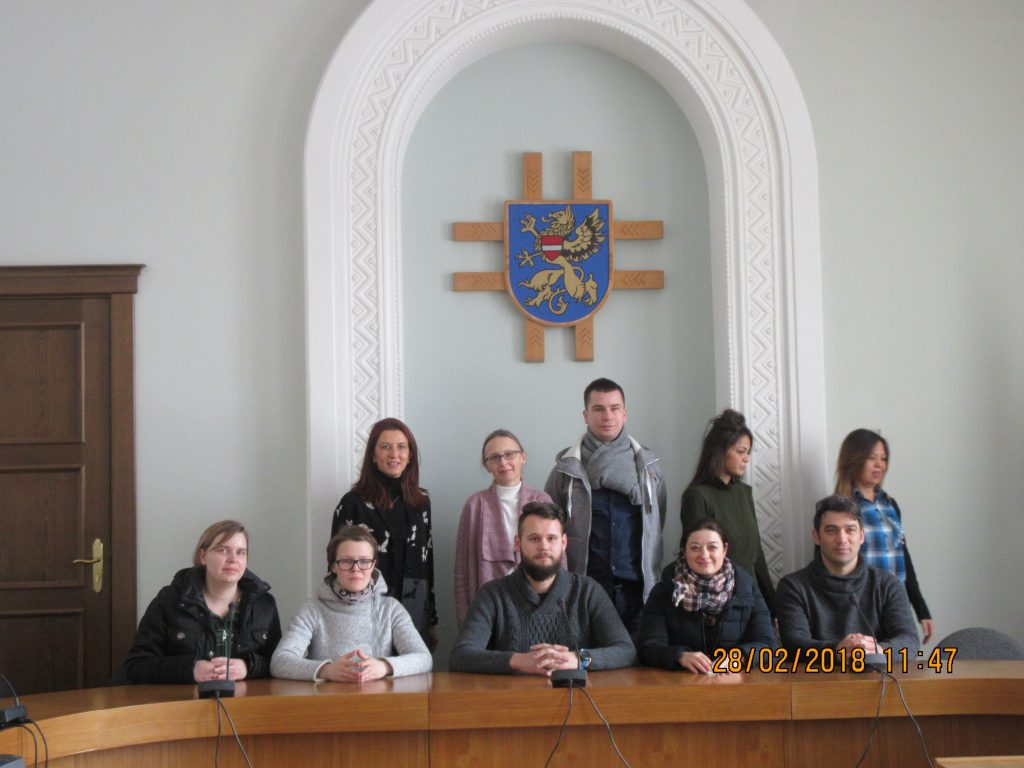 91. Visiting the town hall